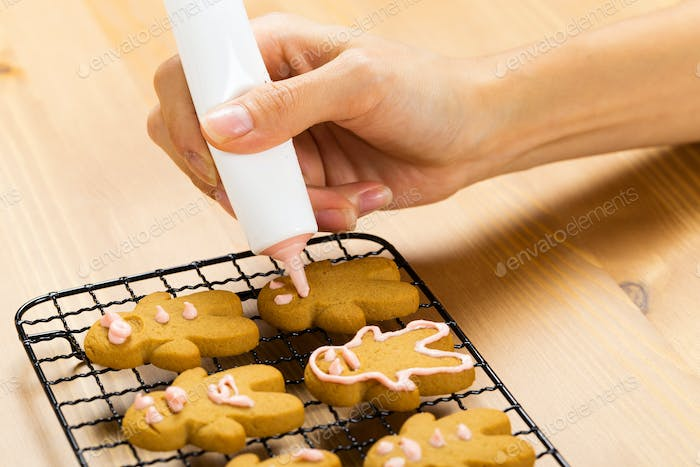 Gingerbread with icing decorating process