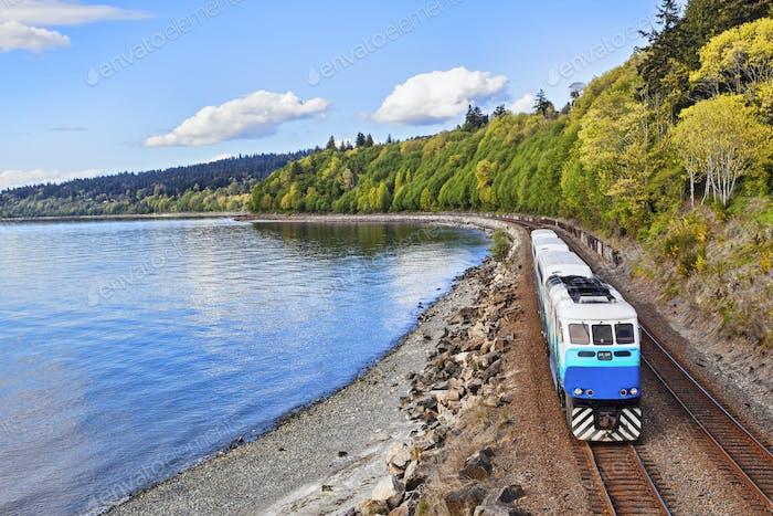 55292, S-Bahn auf Gleisen am Wasser