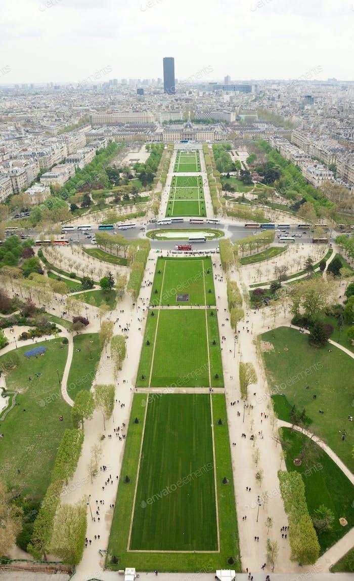 Luftaufnahme des Parc du Champs de Mars in Paris