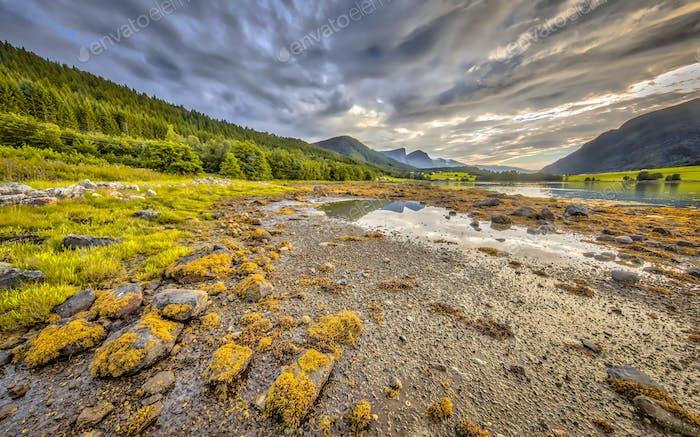 Fjordlandschaft Eidsbygda Halbinsel Norwegen HDR