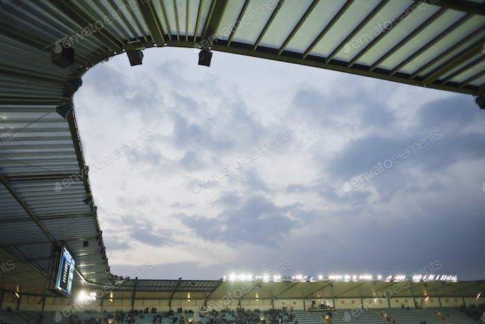 Stadion gegen bewölkten Himmel