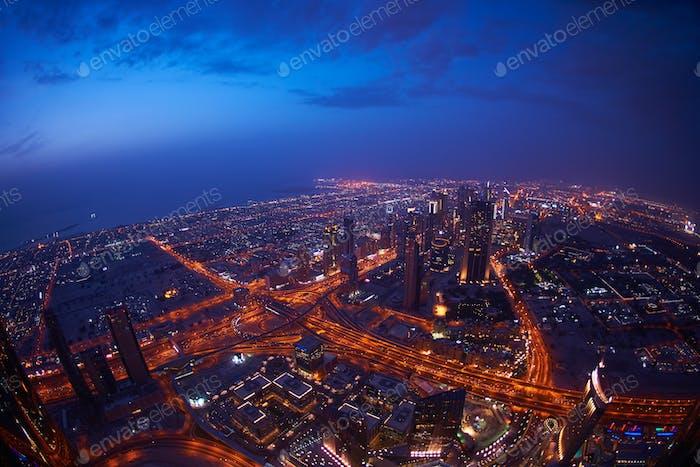 Skylin Noche de Dubái