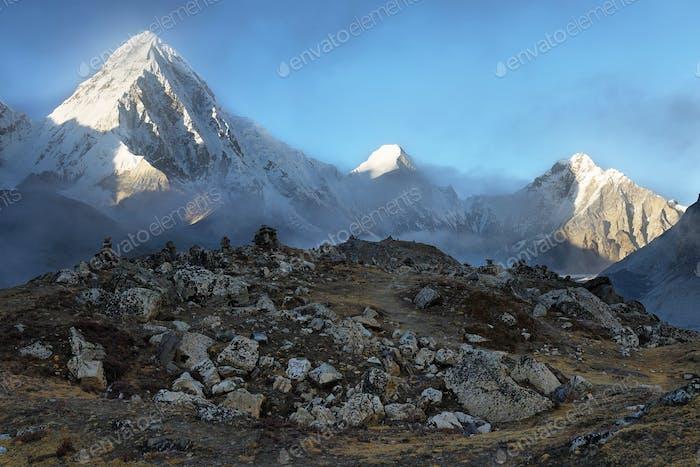 Pumori and Lingtren peaks view