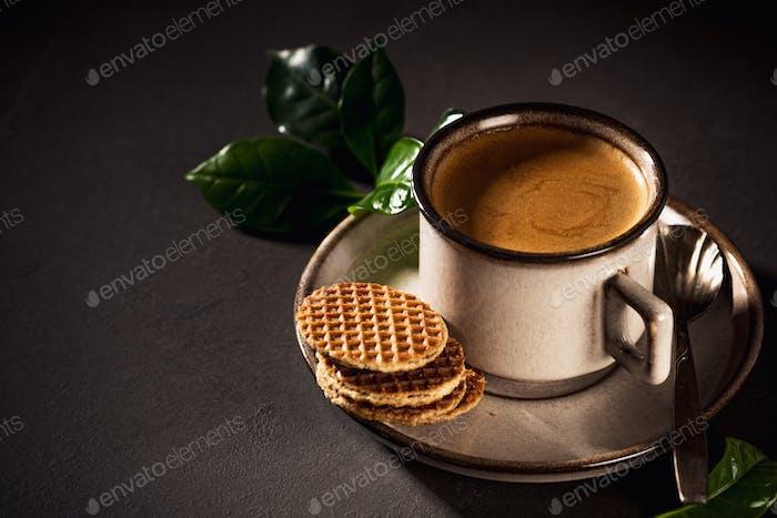 Café en tasse brune
