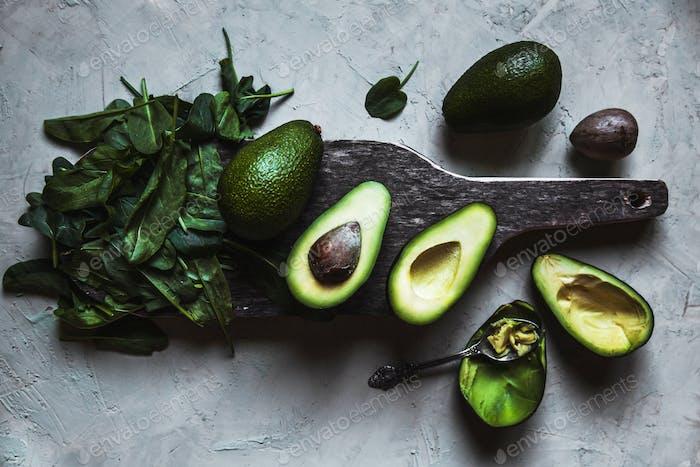 Avocado. Essen auf dem Tisch