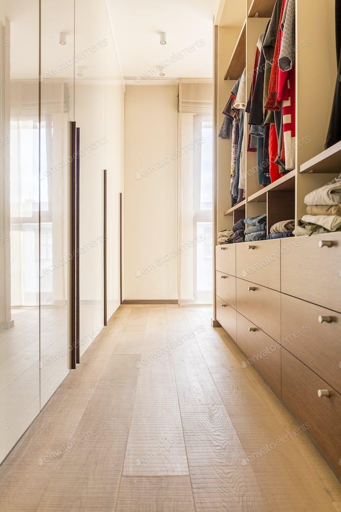 Amplio armario de De madera