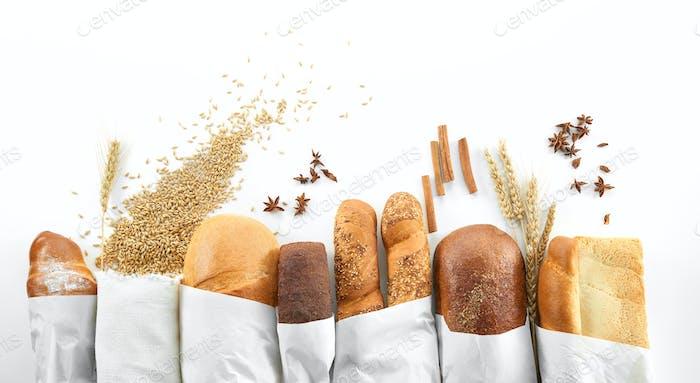 Verschiedene Brote isoliert auf Weiß