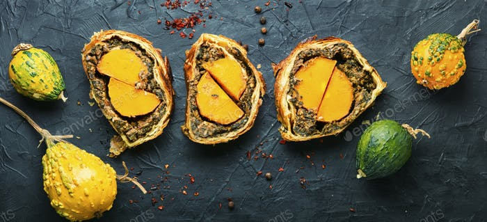 Roll stuffed with mushrooms and pumpkin.