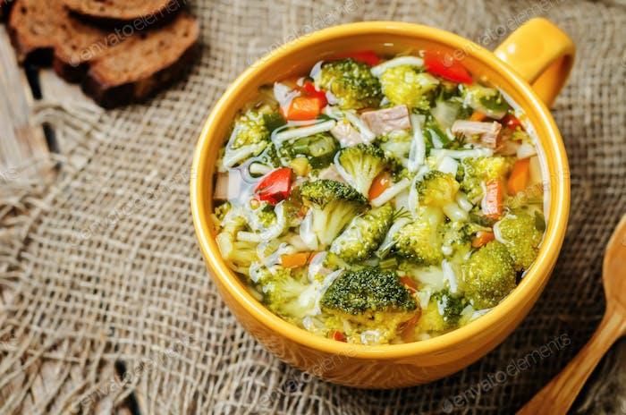 sopa de pollo brócoli