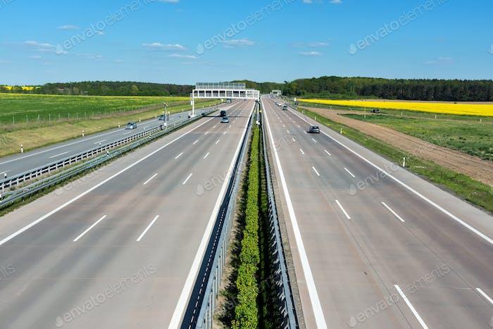 Alemania motoway en un Día soleado