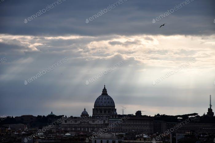 Sonnenuntergang über der antiken Stadt Rom, Italien