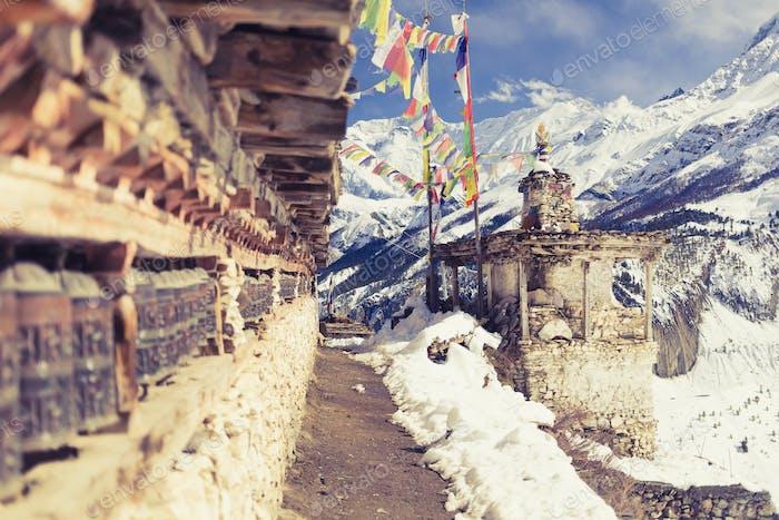 Gebetsräder im hohen Himalaya Gebirge, Nepal Dorf