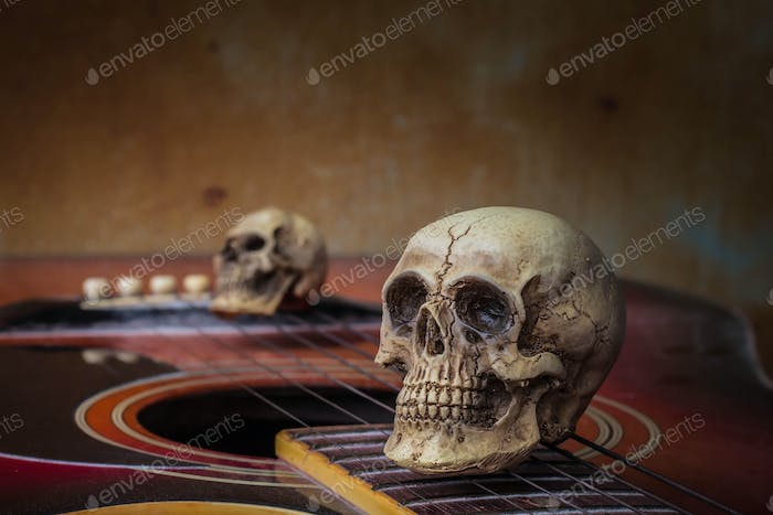 The skull on the guitar