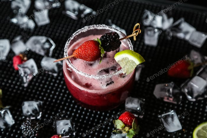 berry cocktail alcohol rasberry blackberry lime ice side view