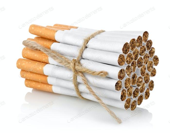 Bündel von Zigaretten isoliert