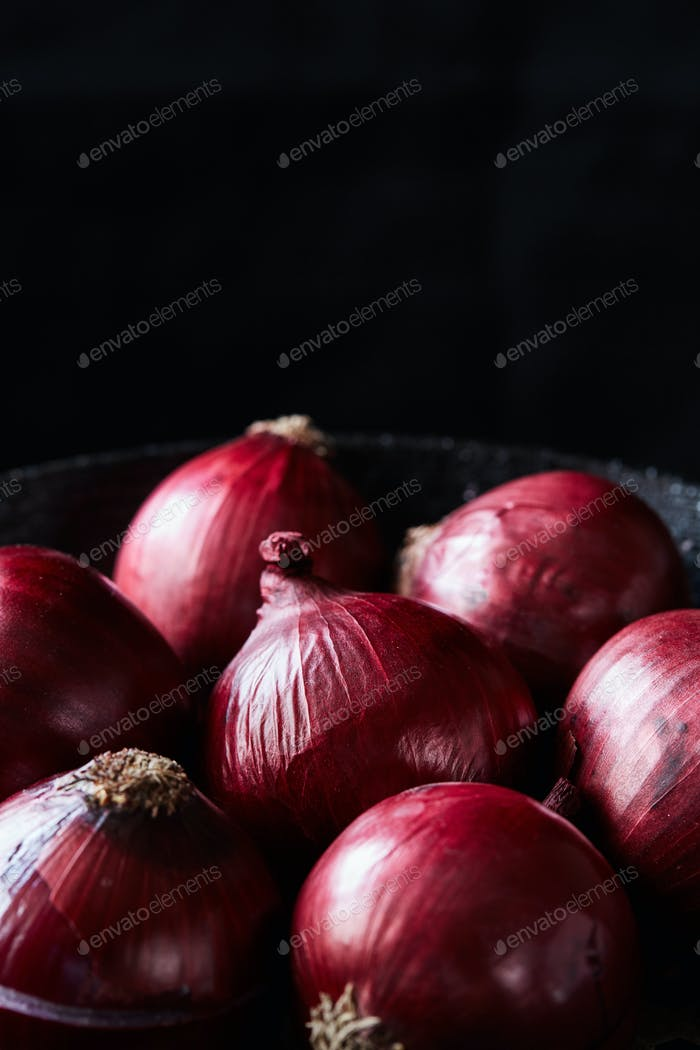 Red spanish onion with peel