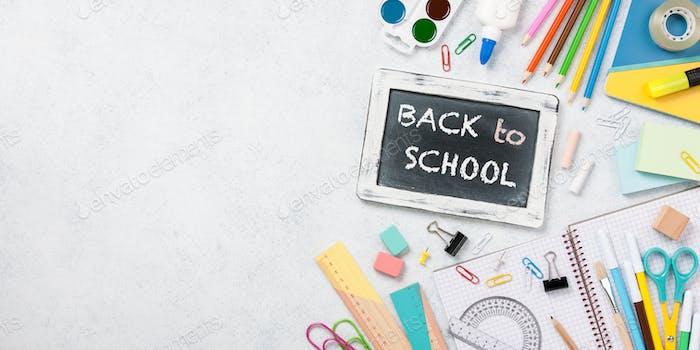 Zurück zur Schulkonzept mit Schulbedarf