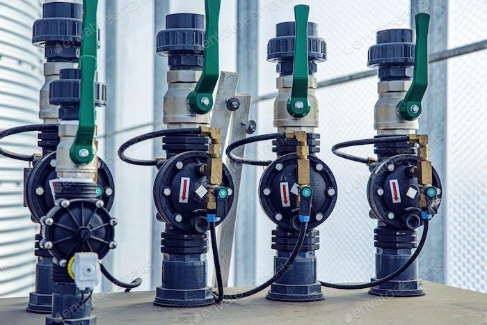 Ventile, Kabel und Rohrleitungen