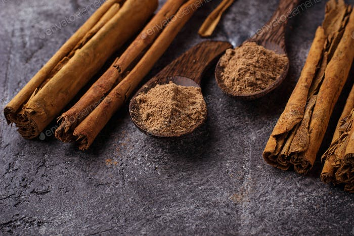 Ceylon cinnamon sticks and powder