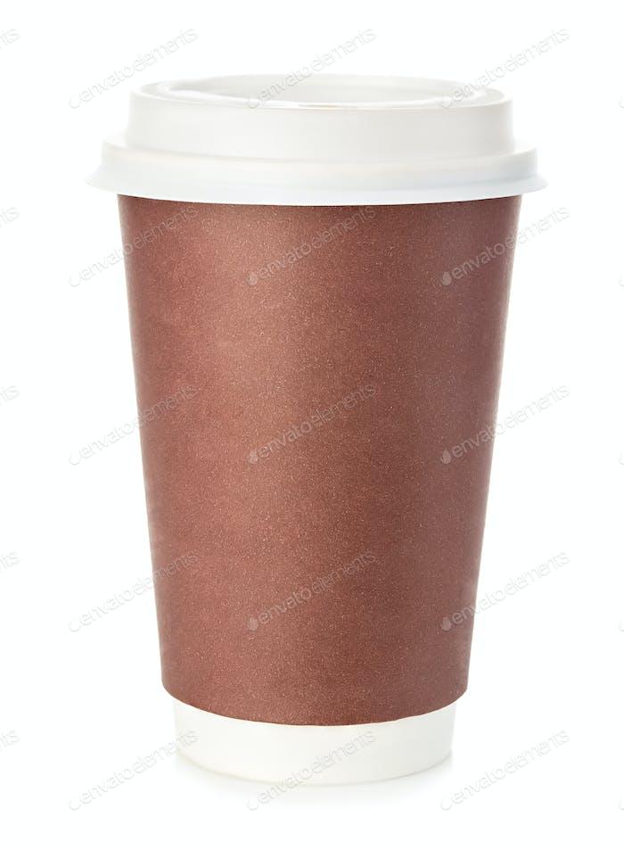Große braune Tasse Kaffee Nahaufnahme isoliert auf einem weißen Hintergrund.
