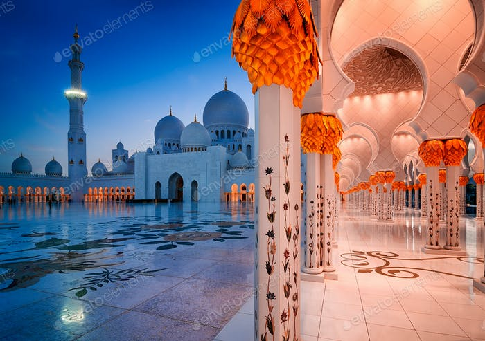 Night view at Sheikh Zayed Grand Mosque, Abu Dhabi, United Arab Emirates