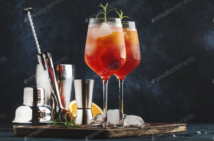 Milano spritzer italienischer alkoholischer cocktail mit rotem bitter