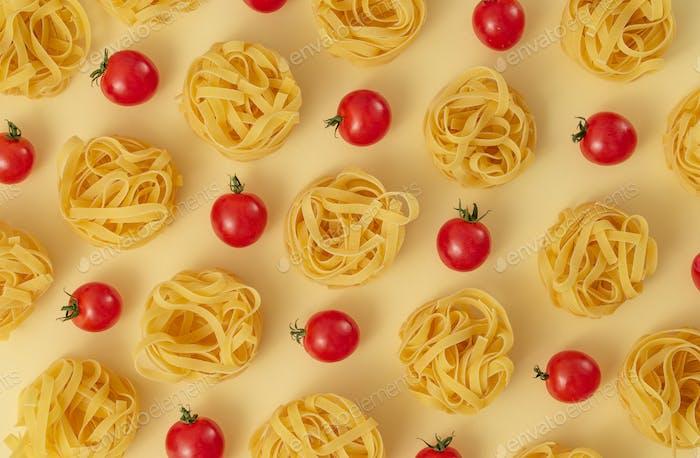Pasta Tagliatelle und Tomaten Lebensmittelmuster