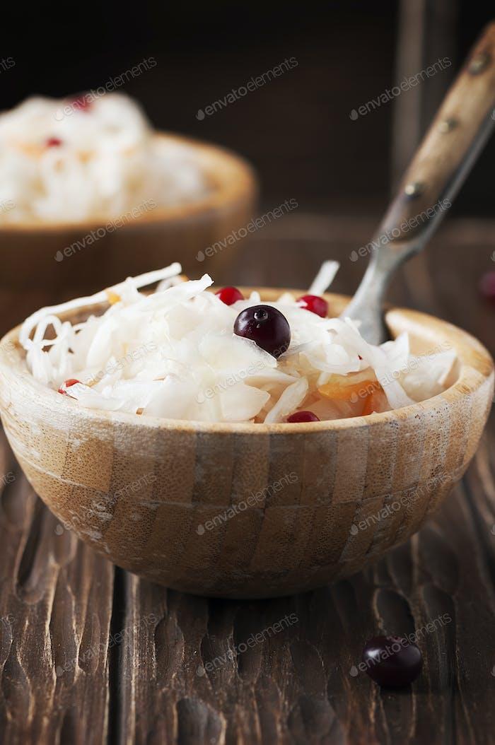 Traditioneller russischer Sauerkraut