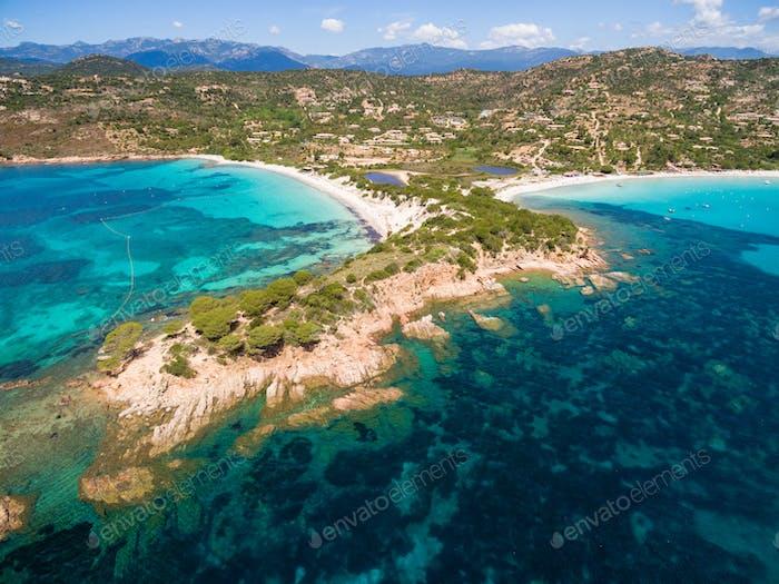 Luftaufnahme des Strandes Palombaggia auf Korsika in Frankreich