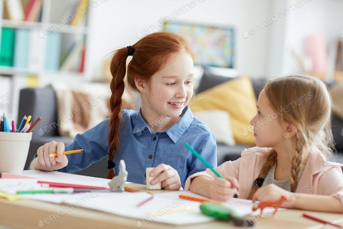 Fröhlich Mädchen Zeichnung Bilder