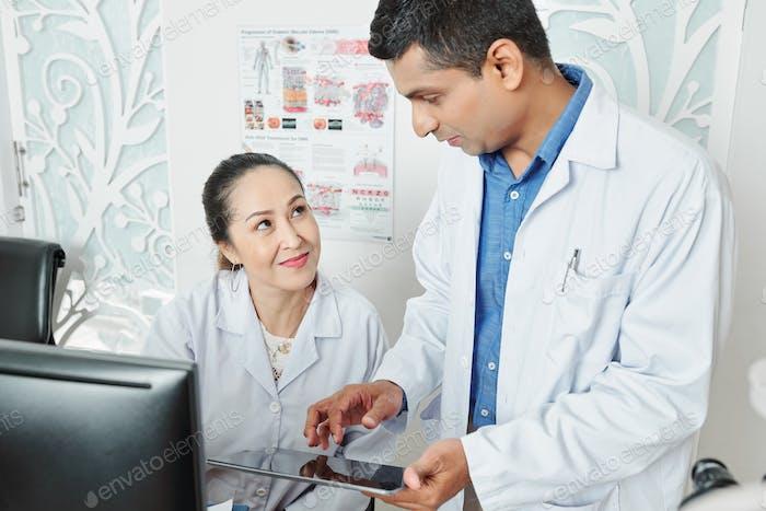 Couple of doctors working in team