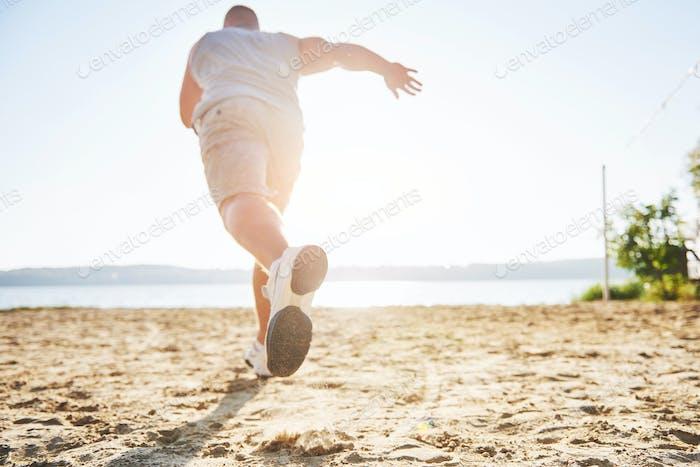 Outdoor-Langlauf im Sommer Sonnenschein Konzept zum Training