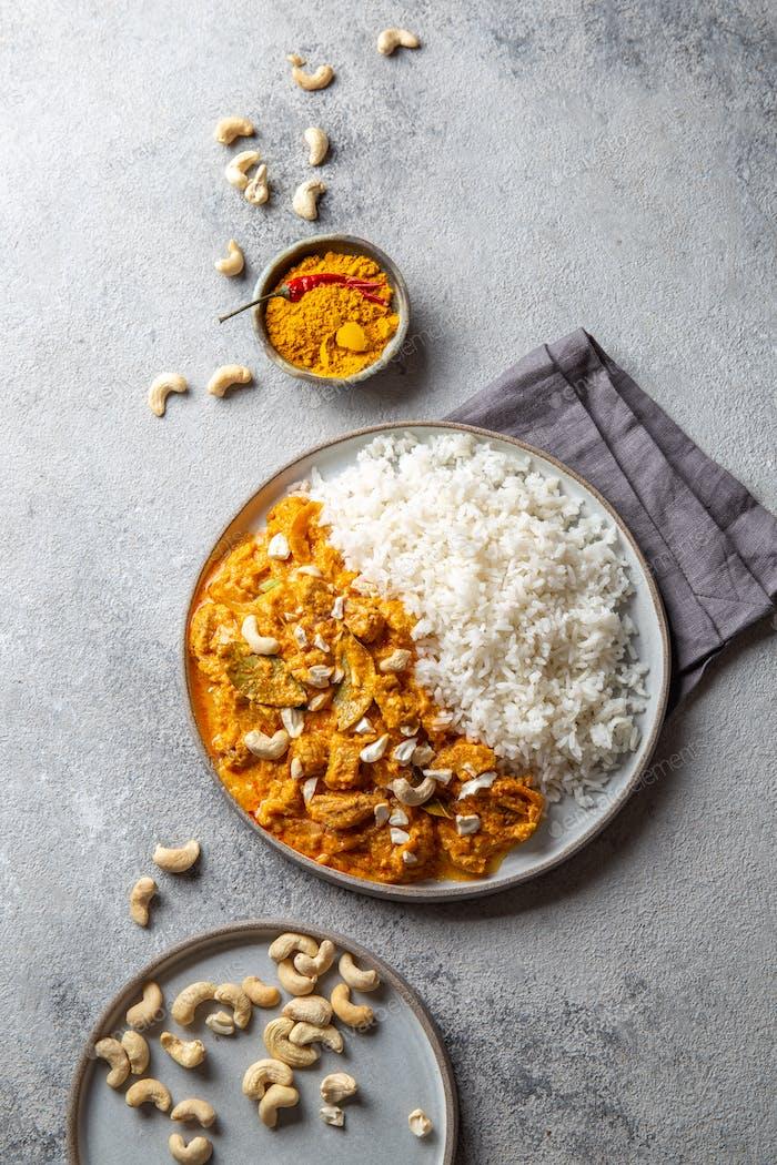 Tradishional Indian Food Lamm Korma mit Cashew.