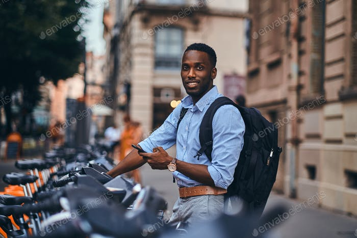 American tourist is paying for rental bike