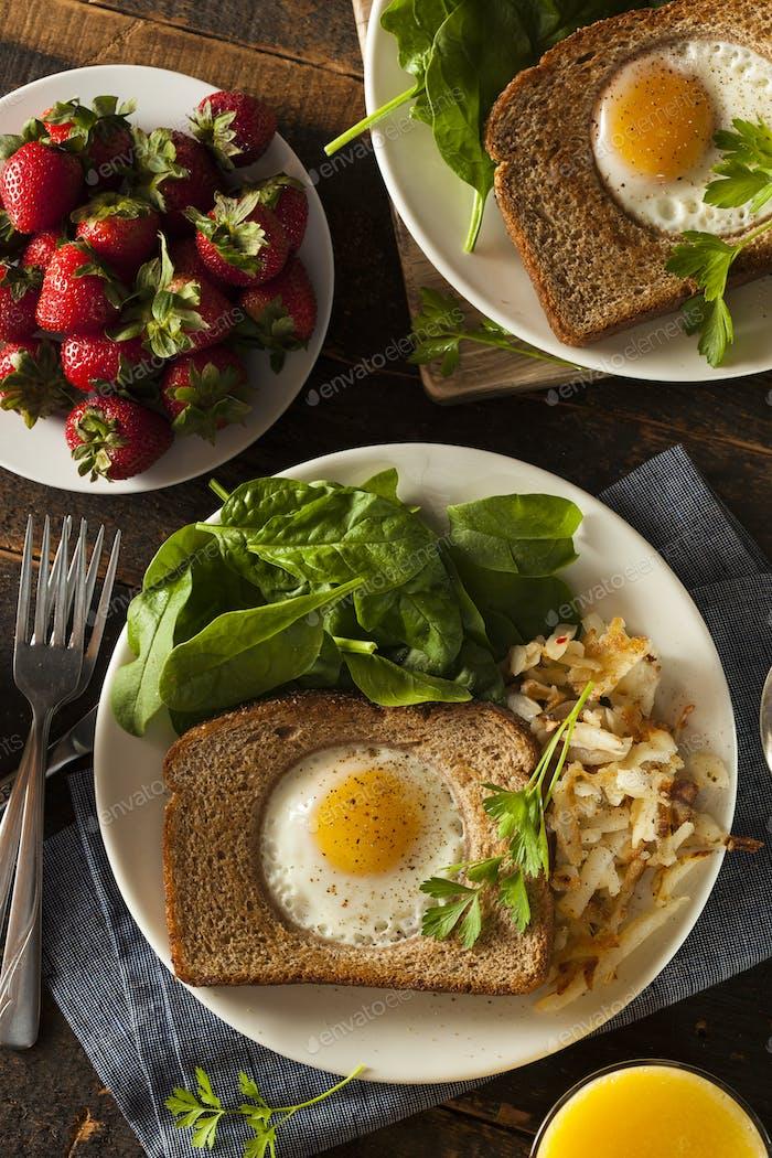 Huevo en una cesta