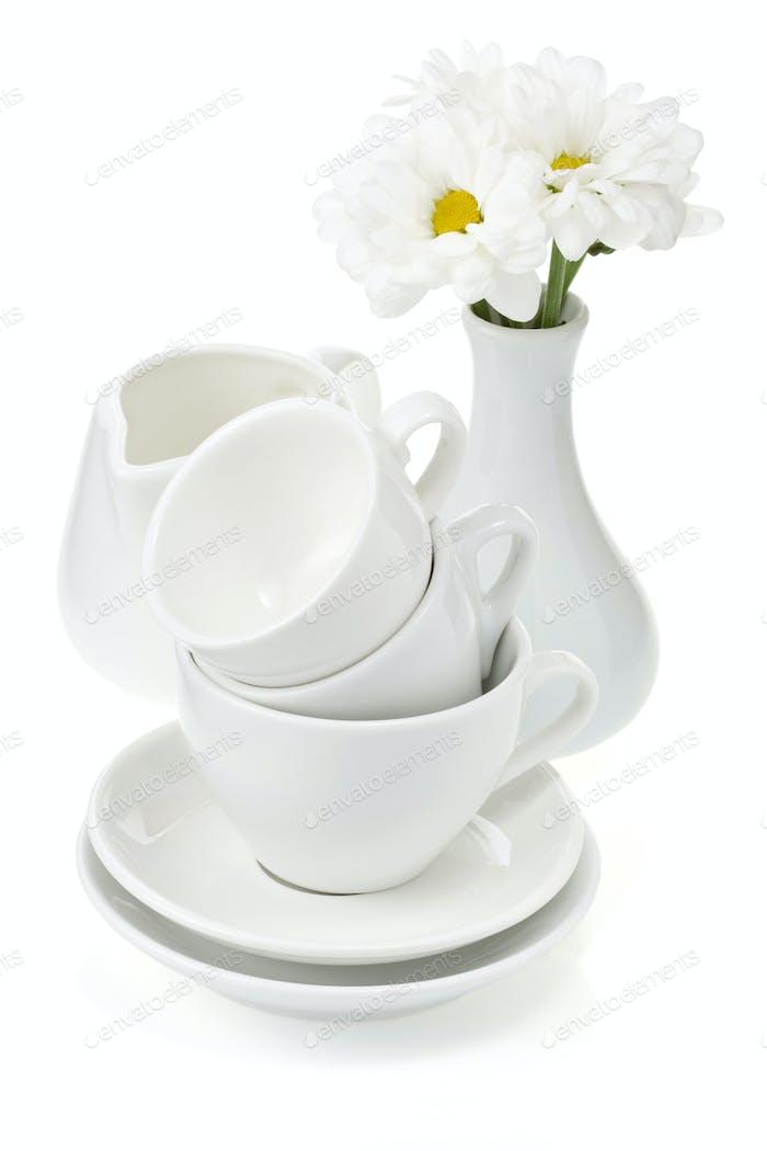 saubere Teller und Tassen