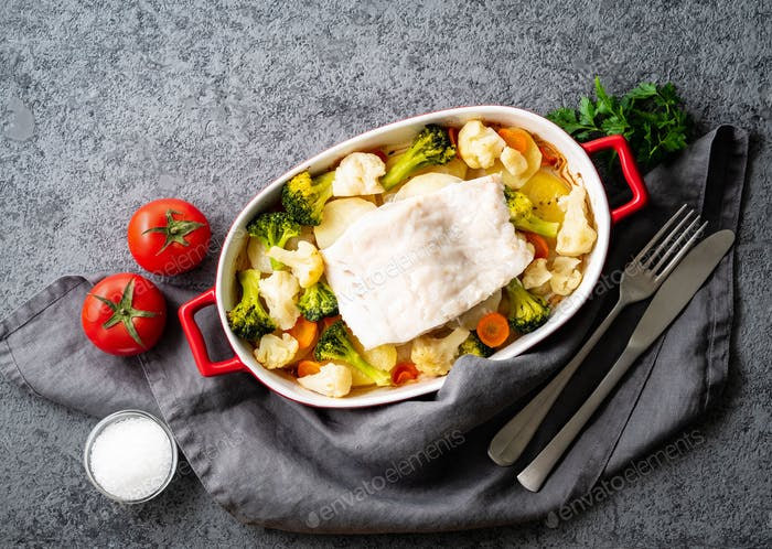 Fish cod baked in the oven with vegetables - healthy diet