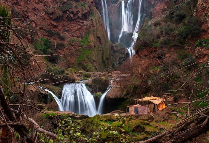 Pueblo bereber cerca de la cascada de Ouzoud en Marruecos