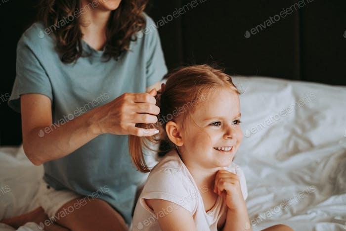 Charmantes kleines Mädchen