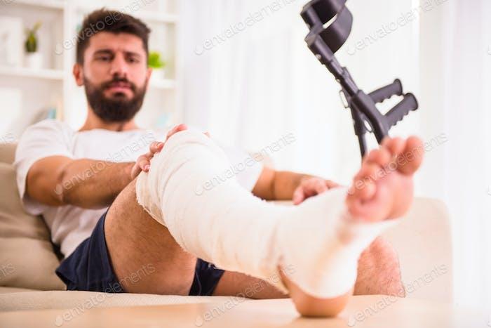 Verletzung Mann im Arzt