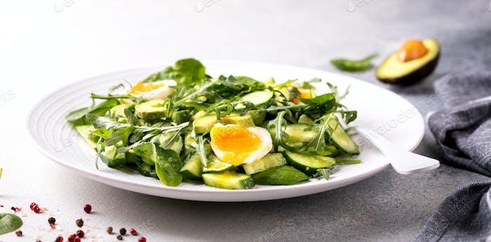 Gemüsesalat Grüne Mischung.Gesunde Ernährung, Vitamine für die Immunität.