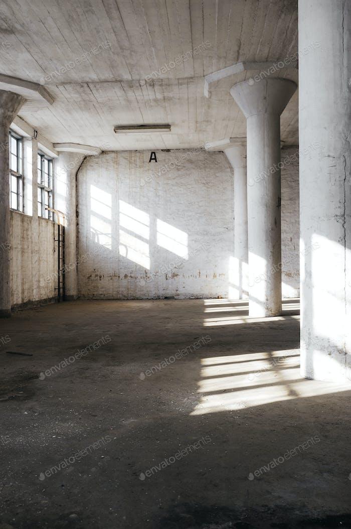 Columnas en habitación abandonada