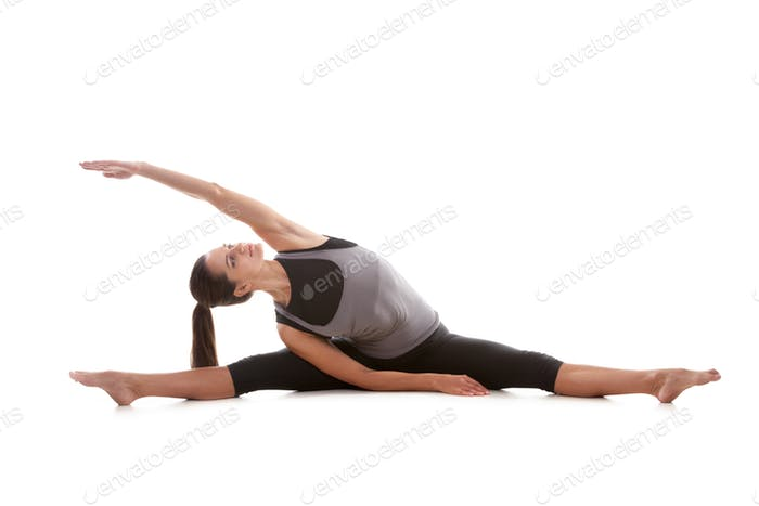 Girl does the splits