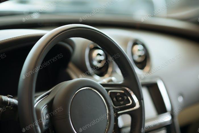 Innenraum des modernen Autos
