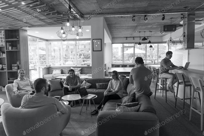 Teambesprechung und Brainstorming