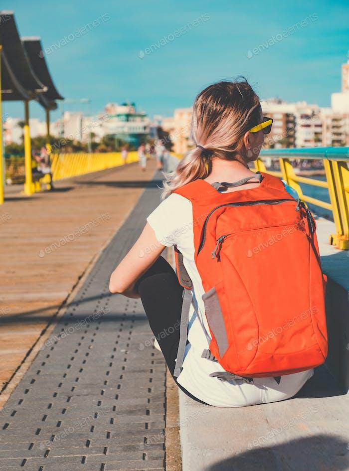 Junge Reisende Frau