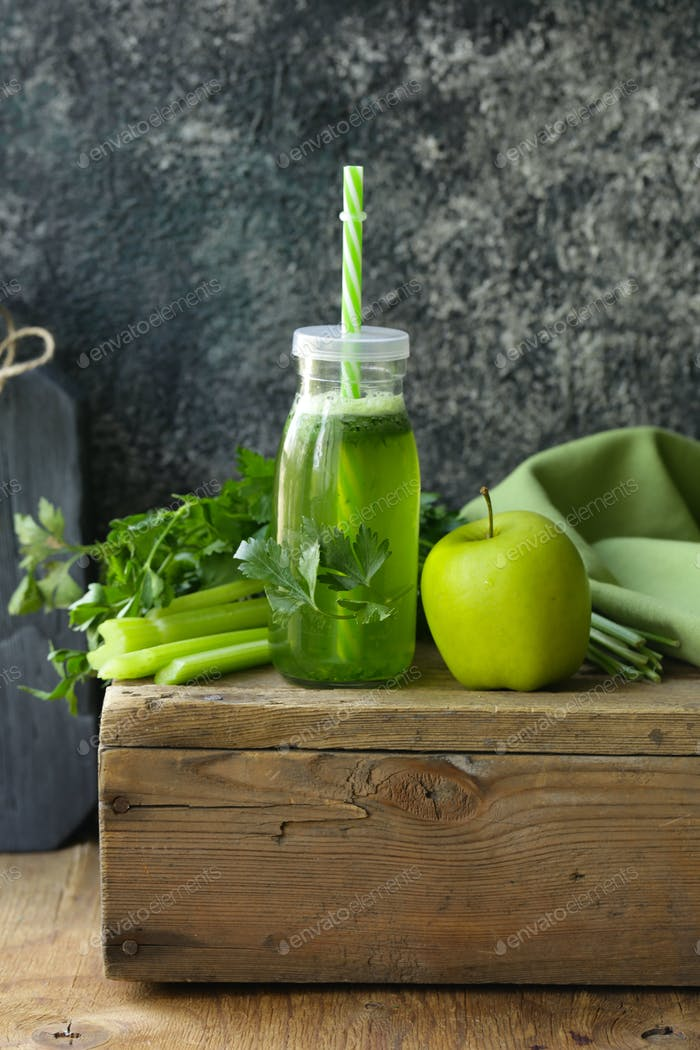 Juice From Celery and Apples