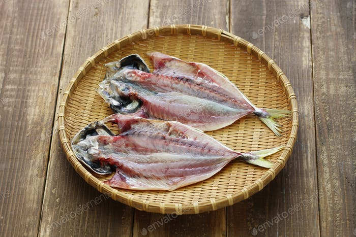 making japanese dried fish, sakana no himono