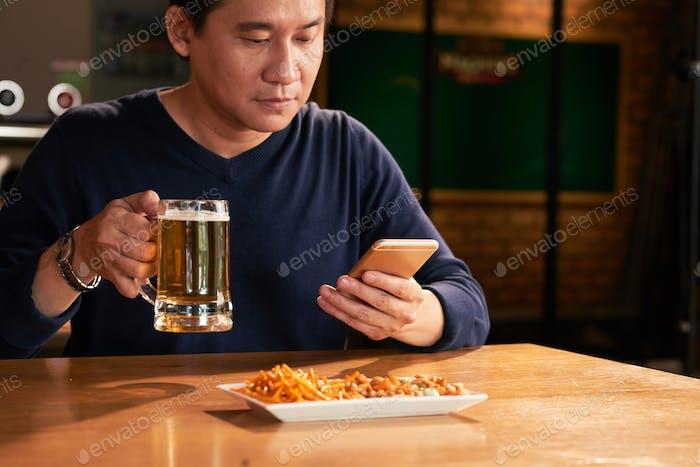 Отдыхая в баре