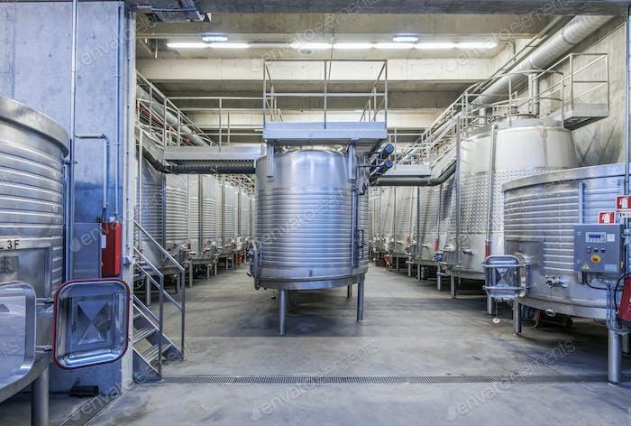 Bottiche in Weinverarbeitungsanlagen